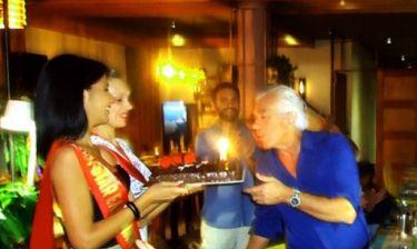 Έκπληξη στον Γιώργο Γιαννόπουλο! Τα κορίτσια των καλλιστείων του έφεραν τούρτα για τα γενέθλια του