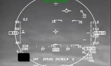Μοναδικό βίντεο: Πιλότος χάνει τις αισθήσεις του εν πτήσει – Δείτε τι τον έσωσε
