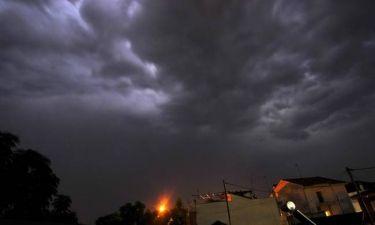 Έκτακτο δελτίο επιδείνωσης καιρού – Σε αυτές τις περιοχές θα εκδηλωθούν καταιγίδες και χαλάζι