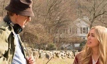 O «νευρωσικός» Γούντι Άλεν και η αντισυμβατική Μάιλι Σάιρους μαζί στην μικρή οθόνη