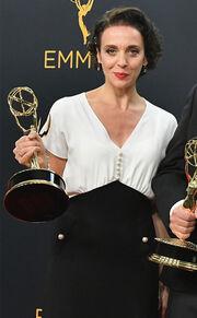 Emmy Awards: Πασίγνωστη ηθοποιός πήγε να παραλάβει το βραβείο της και της έκλαψαν την τσάντα