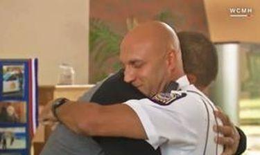 Συνάντησε 19 χρόνια μετά τον αστυνομικό που του έσωσε τη ζωή