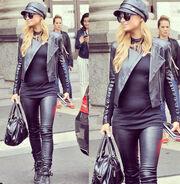 Η φωτογραφία της Paris Hilton που προκαλεί ερωτηματικά