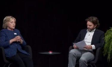 «Τι θα γίνει όταν μείνεις έγκυος;» Ο Ελληνοαμερικανός Ζακ Γαλιφιανάκης στριμώχνει την Χίλαρι Κλίντον