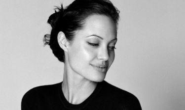 Η Angelina Jolie έχει βρει παρηγοριά στην αγκαλιά ενός απίστευτα γοητευτικού και διάσημου άντρα