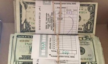 Παρήγγειλε φτερούγες κοτόπουλου και βρήκε $5.000 μέσα στο κουτί