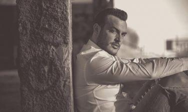 Σάκης Αρσενίου: Επέστρεψε με ολοκαίνουργιο τραγούδι