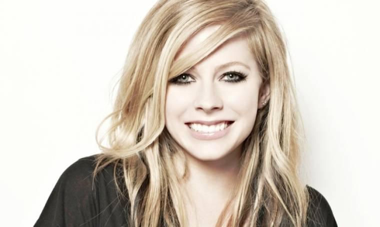 Avril Lavigne: Οι φήμες την θέλουν νεκρή κι εκείνη απαντάει στα social media