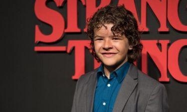 Σοκάρει ο 14χρονος από το Stranger Things: Ψεύτικα όλα τα δόντια του. Από τι ασθένεια πάσχει;