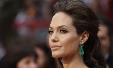 Η Jolie θέλει όλα τα κοσμήματα και το δαχτυλίδι των αρραβώνων αξίας 250.000 δολαρίων