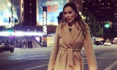 Η Δέσποινα Βανδή περπατάει στους δρόμους του Λος Άντζελες