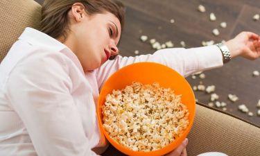 Οι έξι συνήθειες πριν τον ύπνο που σου προσθέτουν κιλά