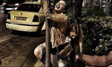 Pole Dancing στους δρόμους της Αθήνας