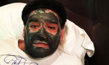 Ποιος πασίγνωστος ποδοσφαιριστής κάνει μάσκα ομορφιάς;