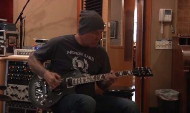 Δείτε τον James Hetfield των Metallica με μπλούζα «Μολών Λαβέ»