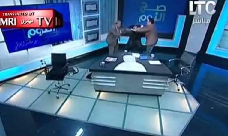 Μάχη με παπούτσι σε ζωντανή εκπομπή στην Αίγυπτο