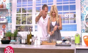 Δείτε τι έκανε η Σκορδά στην κουζίνα και ξέσπασαν σε γέλια οι συνεργάτες της