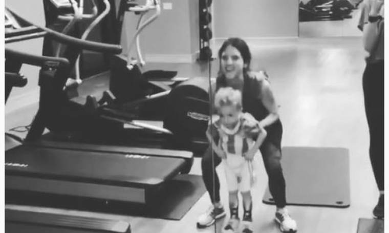 Σοφία Καρβέλα: Στο γυμναστήριο με τον γιο της