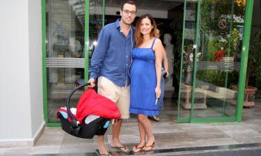 Καρποντίνη-Λιάτσος: Η βάφτιση δίπλα στο κύμα, ο θρησκευτικός γάμος και οι πρώτοι μήνες με το μωρό