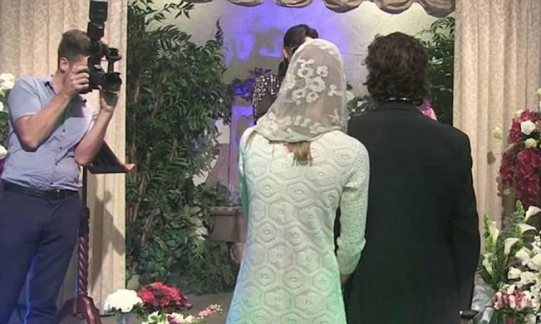 Διάσημος ηθοποιός παντρεύτηκε. Ιερέας ο... «Elvis Presley»