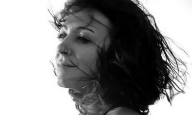 Μαίρη Καλδάρα: «Όταν έπιανε το μικρόφωνο η Βιτάλη, τα μάτια μούσκευαν κατευθείαν από τη συγκίνηση»