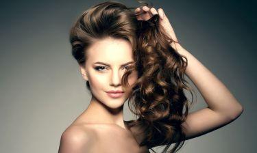 Πώς θα μακρύνουν πιο γρήγορα τα μαλλιά; 10 tips για να το πετύχεις