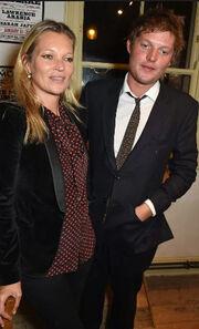 «Βροχή» οι χωρισμοί στο Hollywood! Και η Kate Moss στο club!