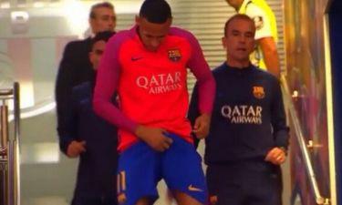 Ο Neymar πιάνει τα… γεννητικά του όργανα και τα «τακτοποιεί»