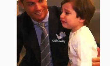 Η συγκινητική στιγμή που ένα ορφανό αγοράκι γνώρισε τον Ronaldo από κοντά