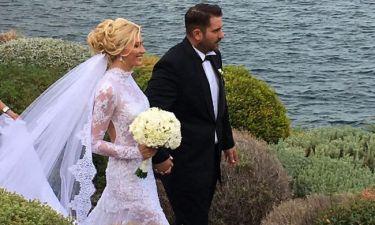 Η πρώτη φωτογραφία από το μυστικό γάμο της στη Βάρκιζα