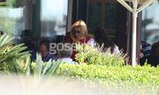 Η Lohan περιπλανιέται στους δρόμους της Γλυφάδας
