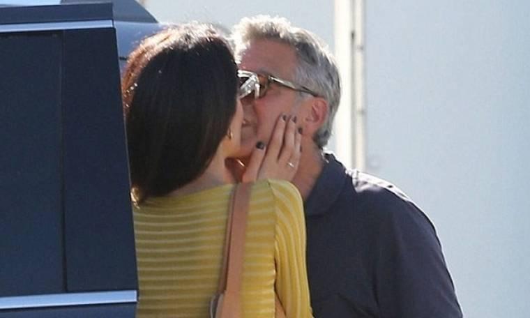 Η έκπληξη της Amal Alamuddin στον George Clooney και το «καυτό» φιλί
