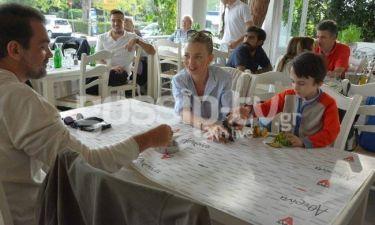 Οικογένεια Καζάκου: Γεύμα στη λιακάδα!