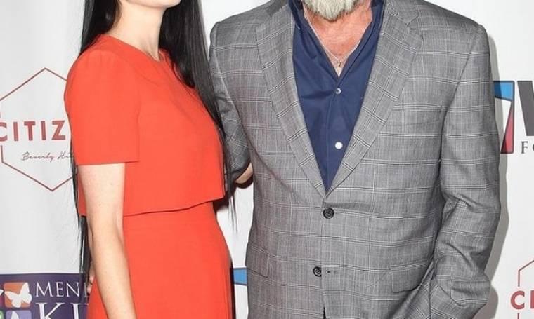 Με φουσκωμένη κοιλίτσα: Η νέα εμφάνιση του star και της κατά 34 χρόνια νεότερης συντρόφου του