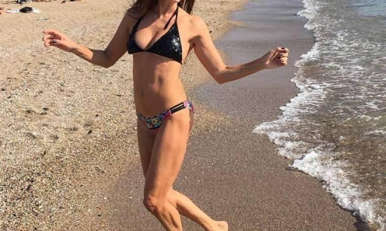 Ελληνίδα ηθοποιός συνεχίζει τις βουτιές της και «ανεβάζει» τη θερμοκρασία