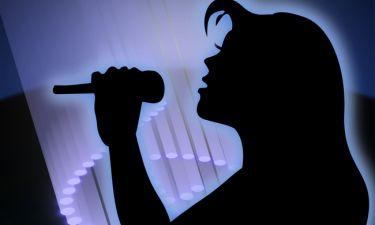 Τραγουδίστρια αποκαλύπτει: «Έχω βιώσει βίαιες καταστάσεις. Μου στείλανε γράμμα με μαχαίρι μέσα»