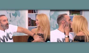 Γκουντάρας-Κάκκαβα: Φιλιούνται και χουφτώνονται στην Ελένη
