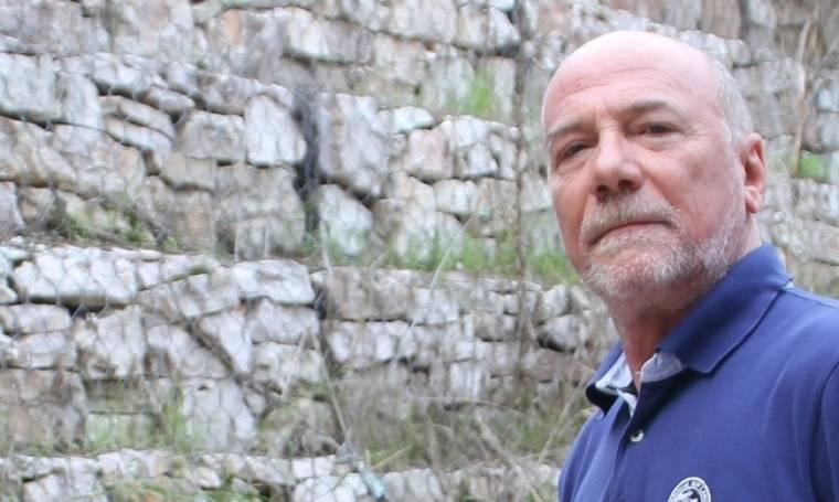 Μένιος Σακελλαρόπουλος: «Είναι επώδυνο να ξεκινώ το ταξίδι με τους ήρωές μου τη νύχτα»