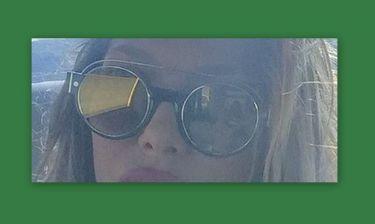 Τεράστια γυαλιά και κόκκινο κραγιόν πρωί-πρωί για την τραγουδίστρια
