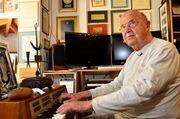 Καταξιωμένος Έλληνας καλλιτέχνης: «Δεν έχω εισπράξει δεκάρα από τις επιτυχίες μου»
