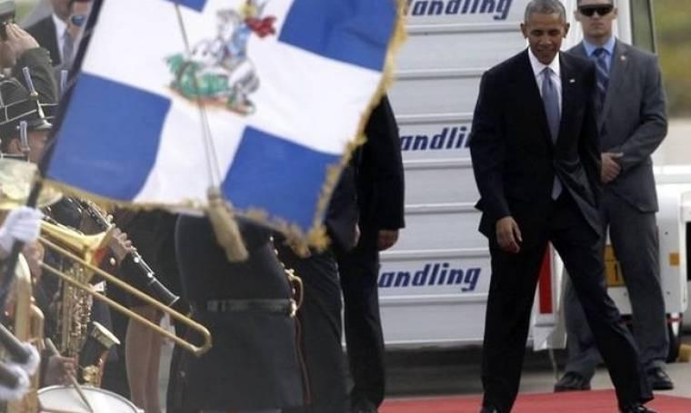 Ο Ομπάμα στην Αθήνα: Η γκάφα με το στραβό χαλί που πρόσεξε μέχρι και ο Ομπάμα! (photos&video)