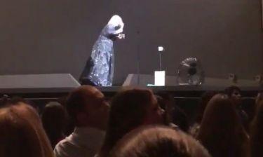 Η απίστευτη αντίδραση της Adele και η… νυχτερίδα!
