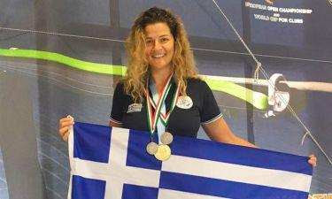 Απίστευτη χαρά. Η Κατερίνα Τοπούζογλου σήκωσε ψηλά την ελληνική σημαία