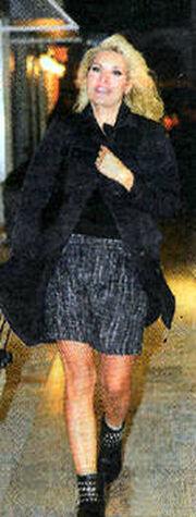 Ελένη Μενεγάκη: Με casual εμφάνιση στην Κηφισιά