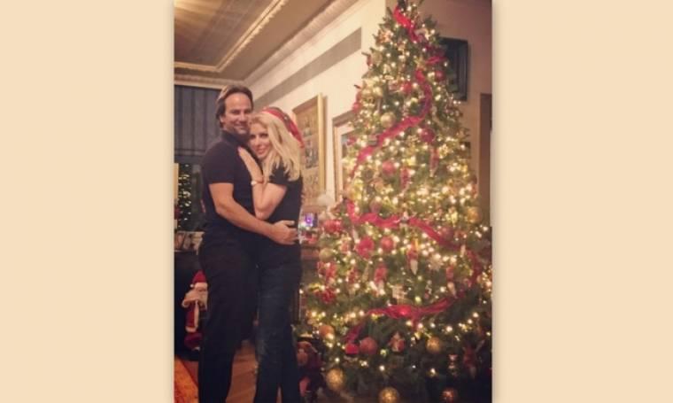 Στόλισε η Μενεγάκη. Δείτε φωτογραφίες με τα παιδιά της και τον Ματέο στο χριστουγεννιάτικο δέντρο