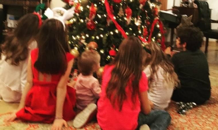 Ελένη Μενεγάκη: Γιατί έλειπε ο γιος της από τις Χριστουγεννιάτικες φωτογραφίες;