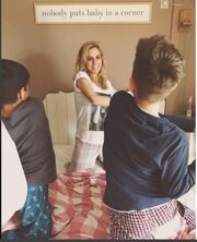 Ντορέττα Παπαδημητρίου: Μαξιλαροπόλεμο με τους γιους της πάνω στο κρεβάτι