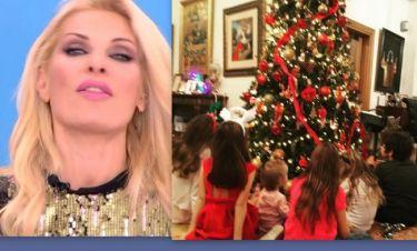Αποκάλυψη Μενεγάκη: Ποια ήταν τα άλλα παιδιά που ήταν μπροστά από το Χριστουγεννιάτικο δέντρο της;