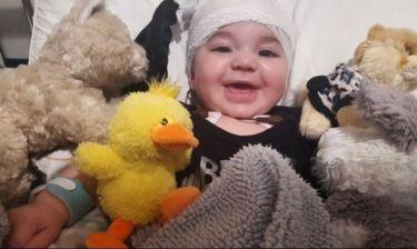Συγκλονίζει η φωτογραφία Ελληνίδας τραγουδίστριας με το γιο της στο νοσοκομείο