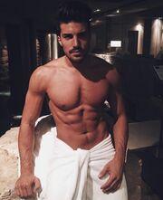 Αυτός ο sexy άντρας μόλις έγινε πατέρας- Η πρώτη φωτο στο instagram